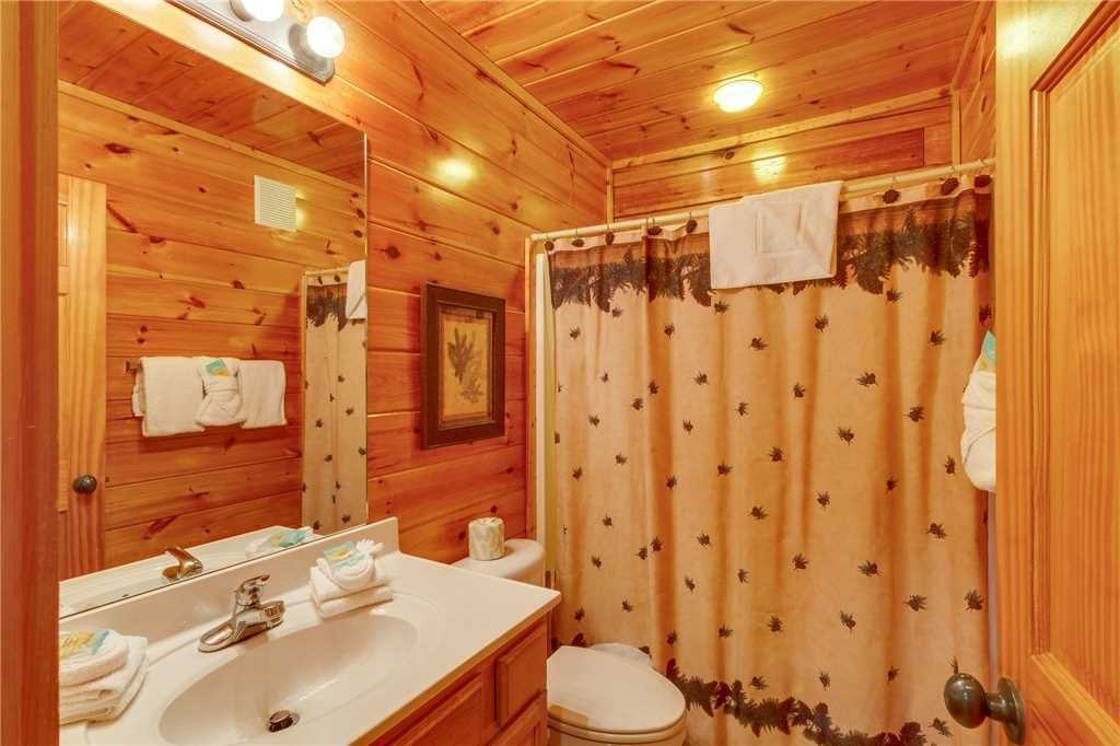 Photo of a Pigeon Forge Cabin named Valley Vista - This is the seventeenth photo in the set.