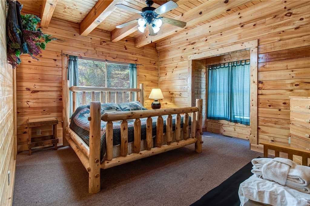 Photo of a Pigeon Forge Cabin named Water's Edge Retreat - This is the twentieth photo in the set.