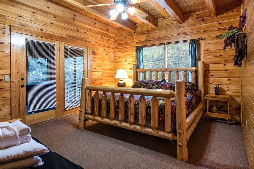 Photo of a Pigeon Forge Cabin named Water's Edge Retreat - This is the sixteenth photo in the set.