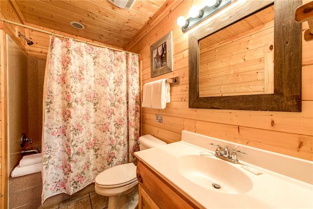 Photo of a Pigeon Forge Cabin named Water's Edge Retreat - This is the thirtieth photo in the set.