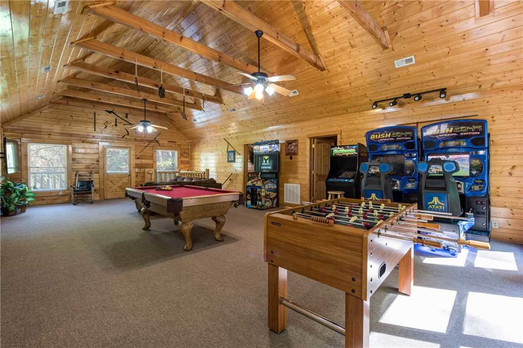 Photo of a Pigeon Forge Cabin named Water's Edge Retreat - This is the fifth photo in the set.