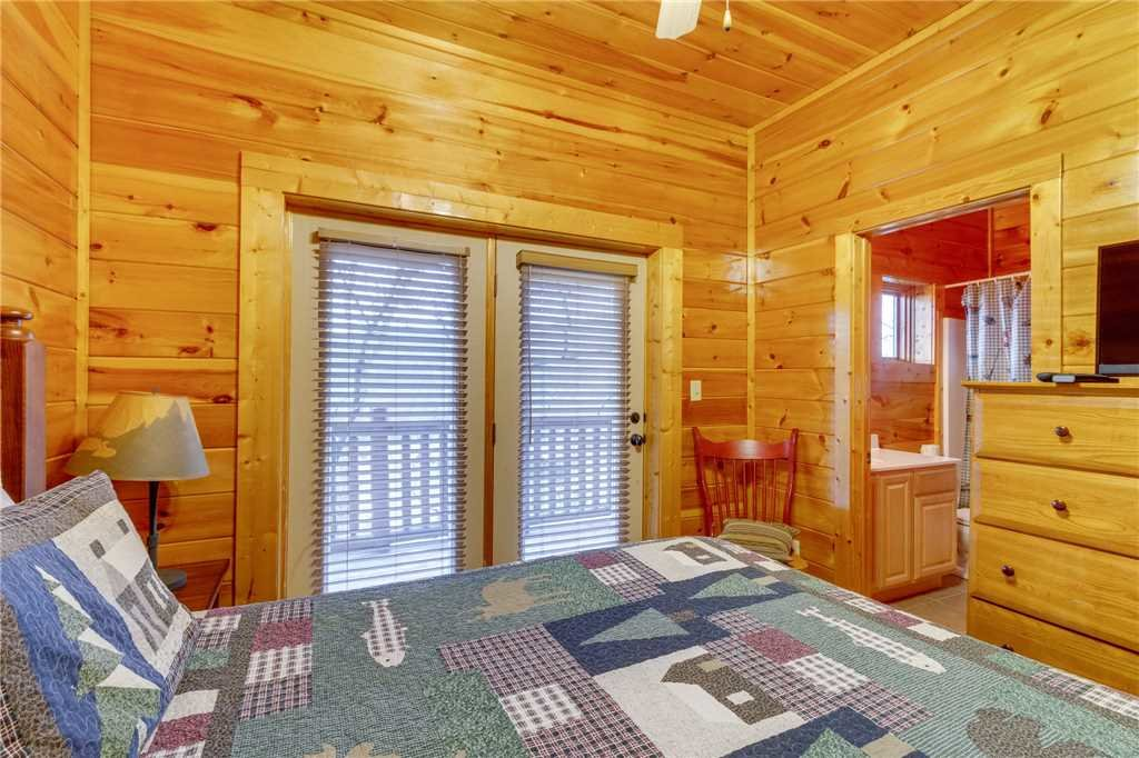 Photo of a Pigeon Forge Cabin named Valley Vista - This is the thirty-sixth photo in the set.