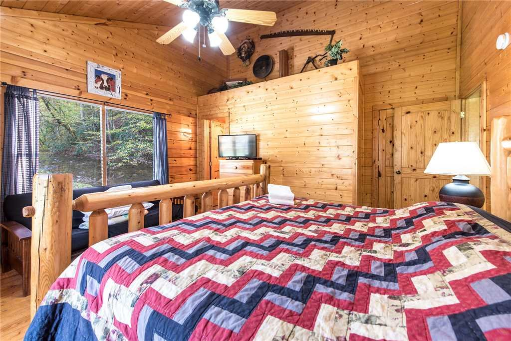 Photo of a Pigeon Forge Cabin named Water's Edge Retreat - This is the thirty-second photo in the set.