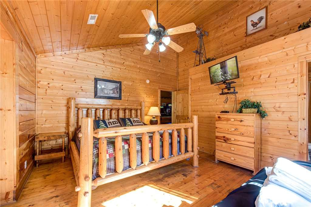 Photo of a Pigeon Forge Cabin named Water's Edge Retreat - This is the thirty-seventh photo in the set.