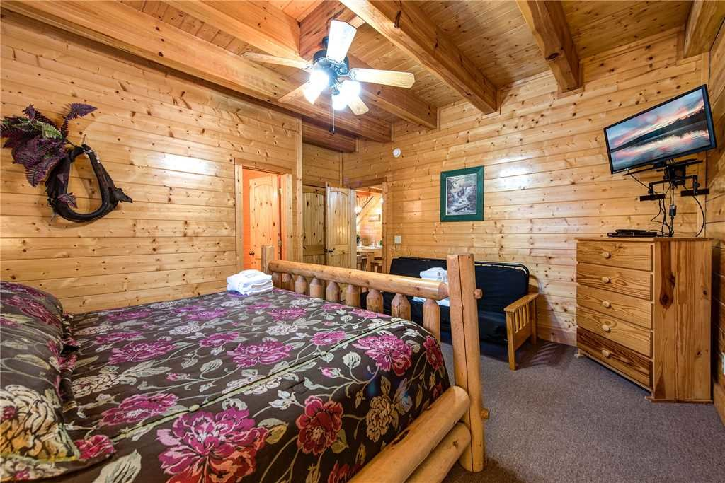 Photo of a Pigeon Forge Cabin named Water's Edge Retreat - This is the seventeenth photo in the set.
