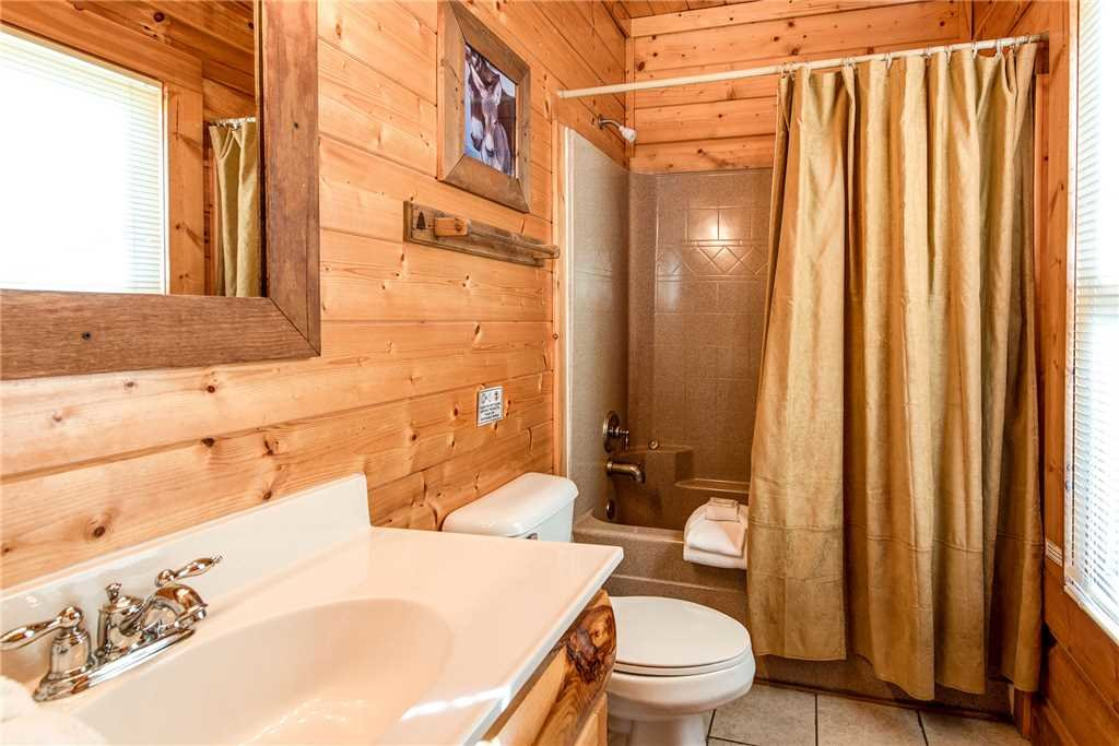 Photo of a Pigeon Forge Cabin named Water's Edge Retreat - This is the twenty-first photo in the set.