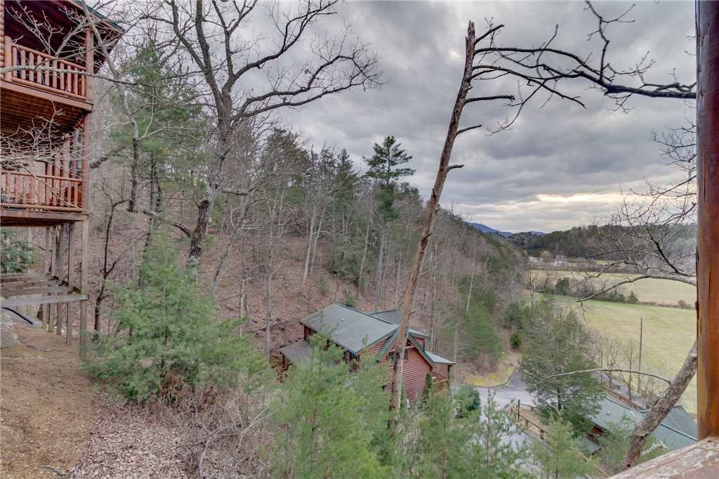 Photo of a Pigeon Forge Cabin named Valley Vista - This is the forty-second photo in the set.