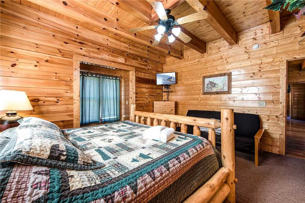 Photo of a Pigeon Forge Cabin named Water's Edge Retreat - This is the nineteenth photo in the set.