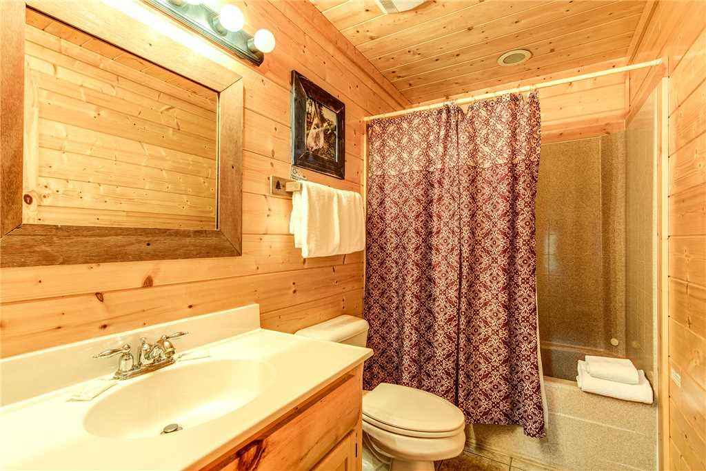 Photo of a Pigeon Forge Cabin named Water's Edge Retreat - This is the thirty-fifth photo in the set.