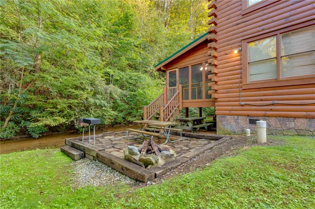 Photo of a Pigeon Forge Cabin named Water's Edge Retreat - This is the forty-second photo in the set.