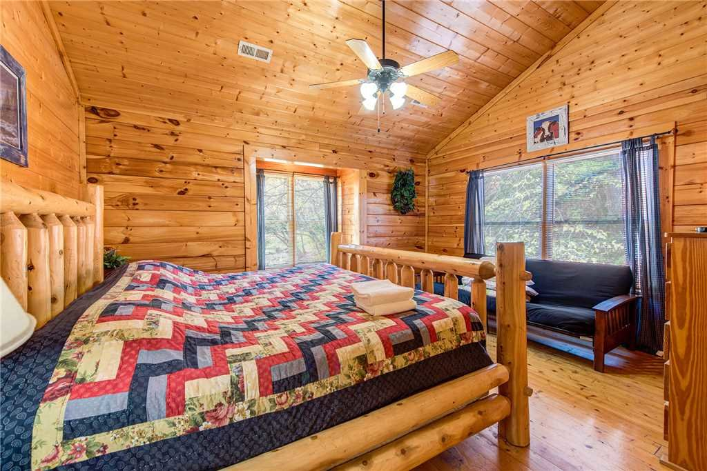Photo of a Pigeon Forge Cabin named Water's Edge Retreat - This is the thirty-first photo in the set.