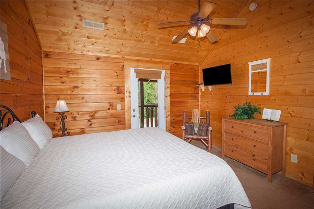Photo of a Sevierville Cabin named Smoky Mountain Retreat - This is the twenty-first photo in the set.