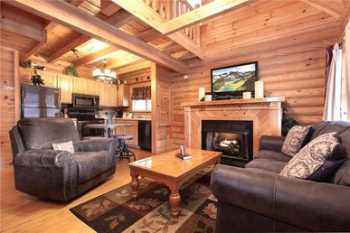Candle Light Cabin, 2 Bedrooms, Fireplace, Hot Tub, Wifi, Pool, Sleeps 6