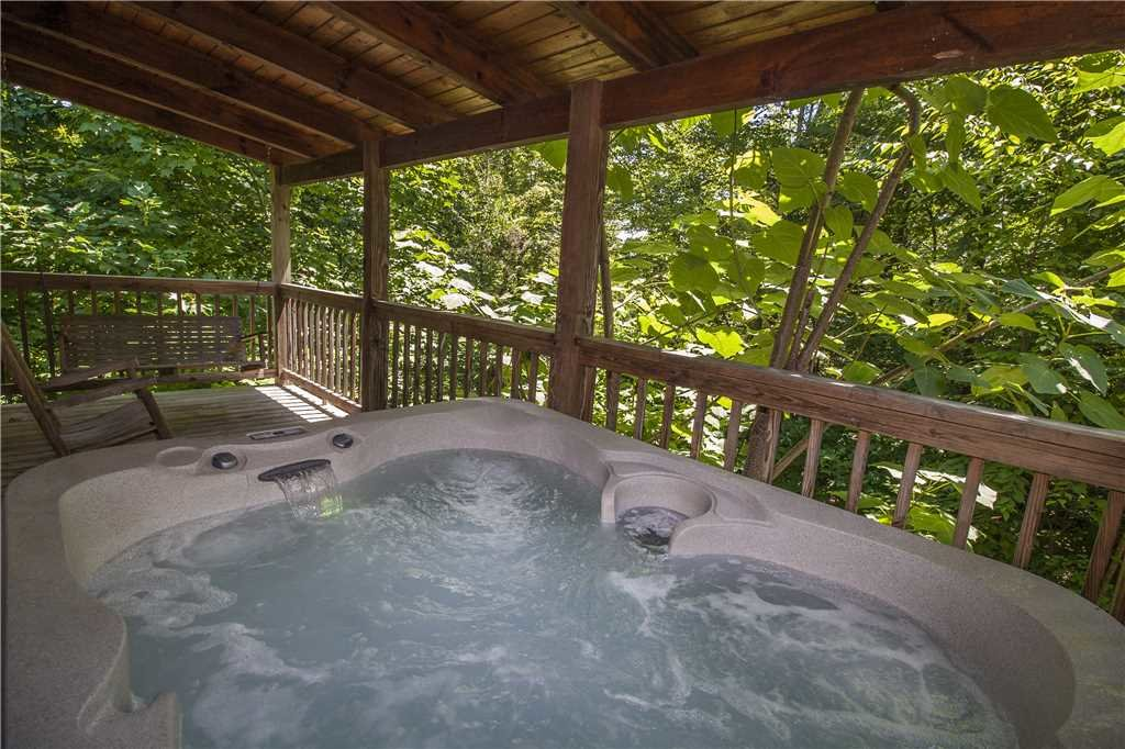 Photo of a Gatlinburg Cabin named Hummingbird Hideaway - This is the second photo in the set.