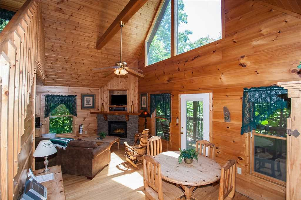 Photo of a Gatlinburg Cabin named Hummingbird Hideaway - This is the fourth photo in the set.