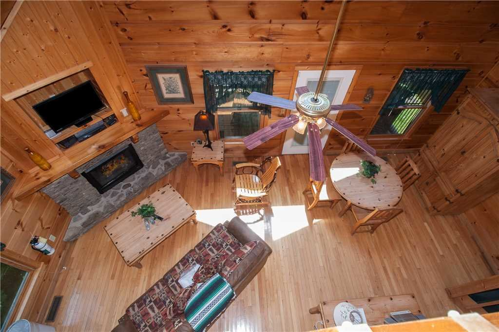 Photo of a Gatlinburg Cabin named Hummingbird Hideaway - This is the third photo in the set.