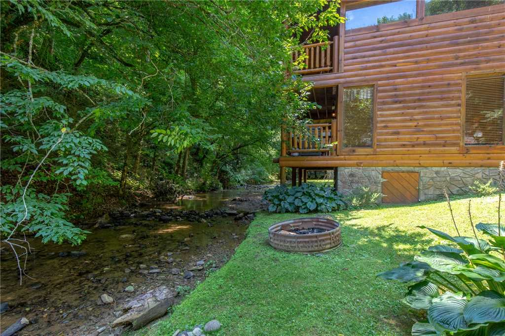 Photo of a Sevierville Cabin named Creekside Romance - This is the twentieth photo in the set.