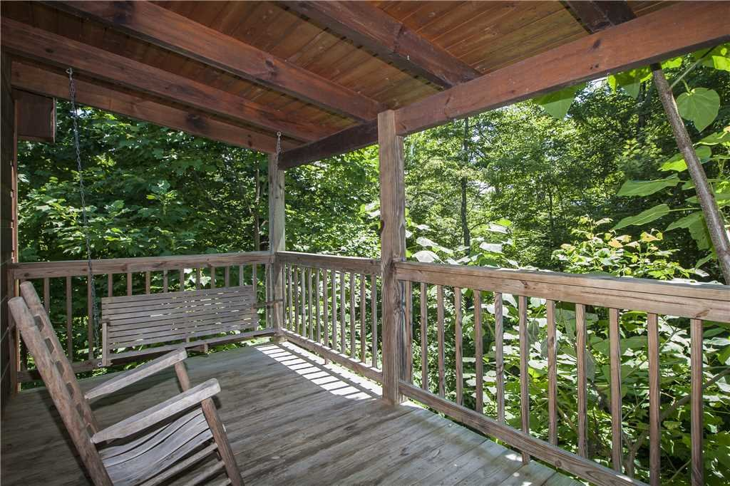 Photo of a Gatlinburg Cabin named Hummingbird Hideaway - This is the sixteenth photo in the set.