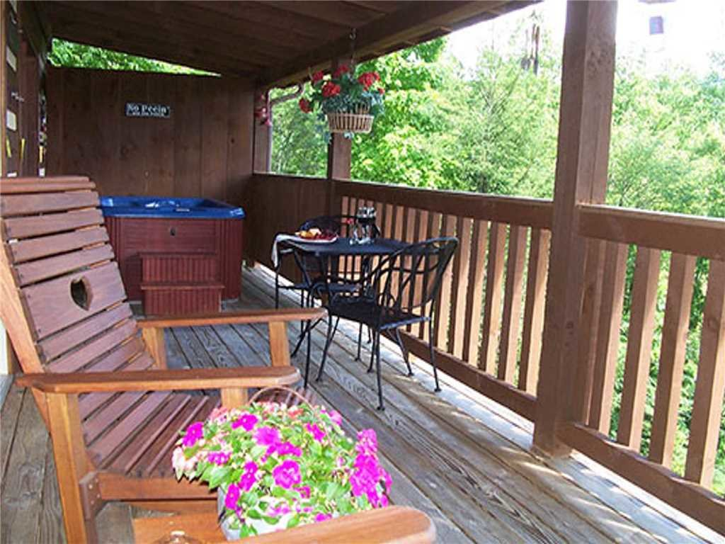 Photo of a Gatlinburg Cabin named Nestled Inn - This is the twentieth photo in the set.