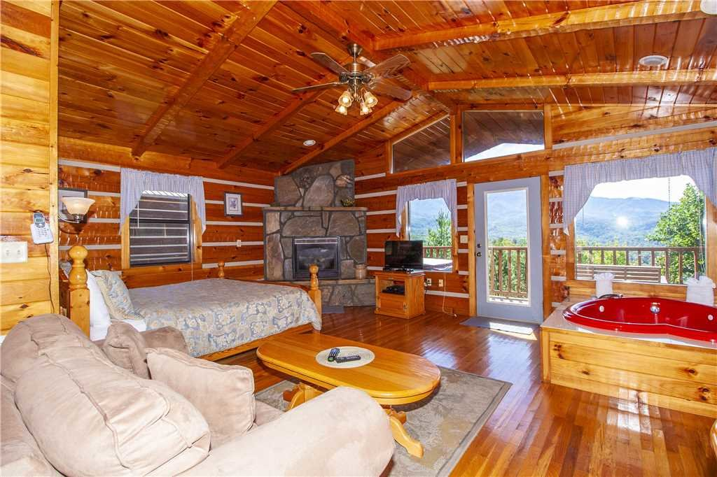 Photo of a Gatlinburg Cabin named Love Me Tender - This is the second photo in the set.