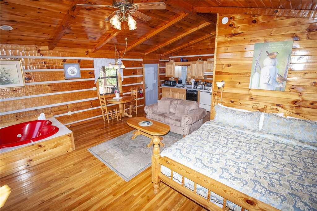 Photo of a Gatlinburg Cabin named Love Me Tender - This is the third photo in the set.
