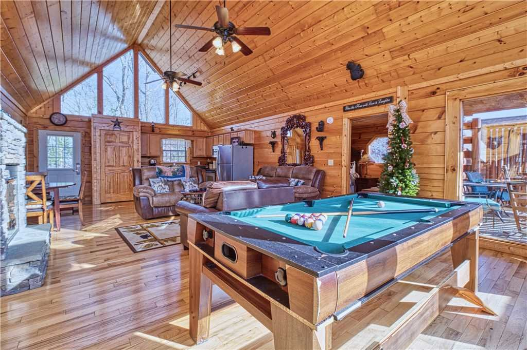 Photo of a Sevierville Cabin named Kissing Retreat - This is the tenth photo in the set.