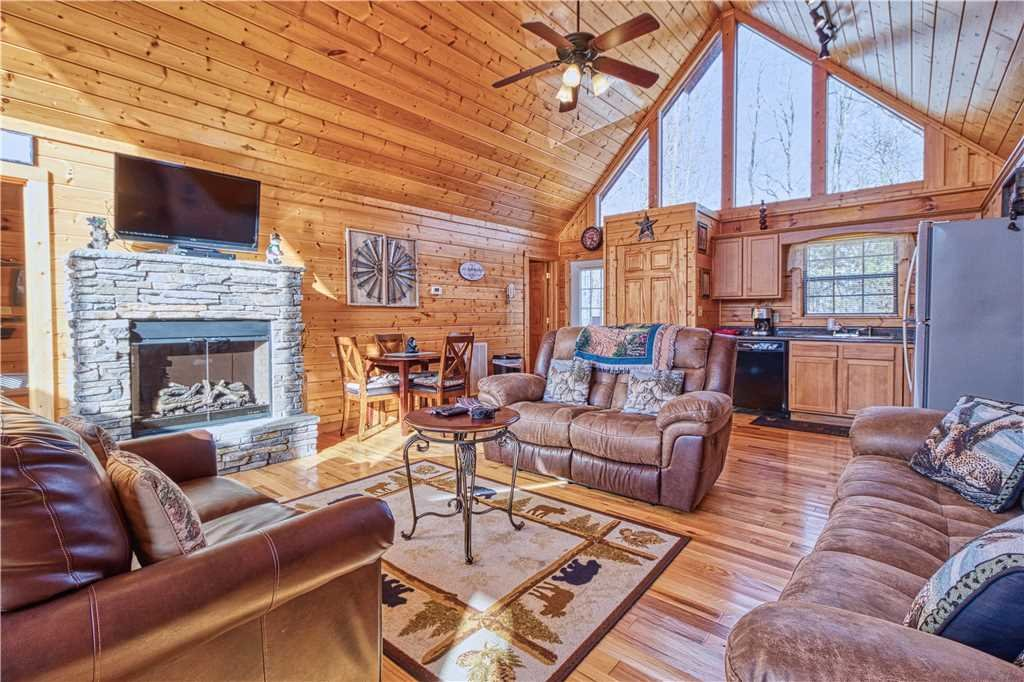 Photo of a Sevierville Cabin named Kissing Retreat - This is the fourth photo in the set.