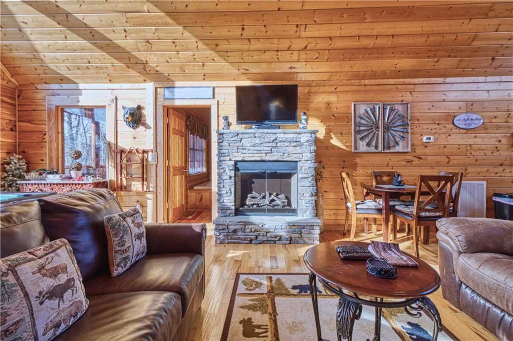 Photo of a Sevierville Cabin named Kissing Retreat - This is the fifth photo in the set.