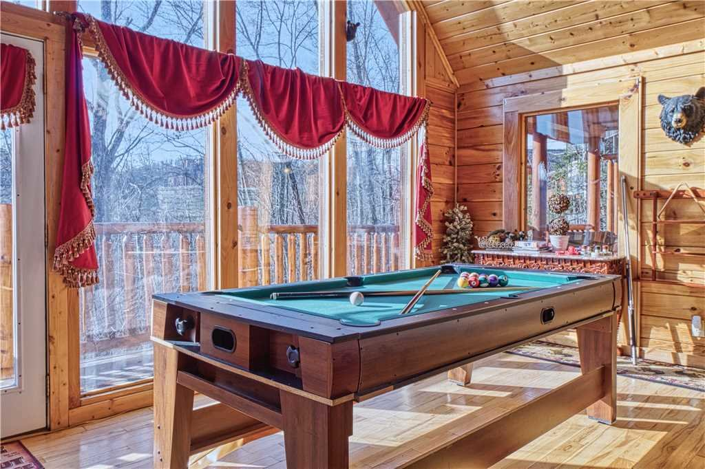 Photo of a Sevierville Cabin named Kissing Retreat - This is the ninth photo in the set.