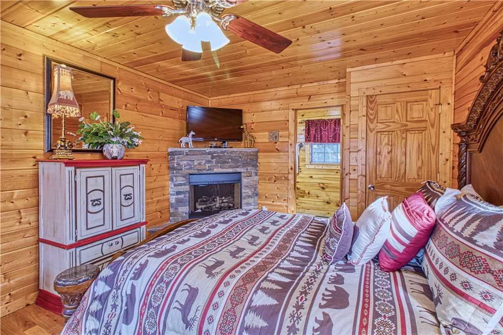 Photo of a Sevierville Cabin named Kissing Retreat - This is the fifteenth photo in the set.
