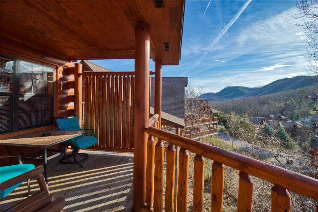Photo of a Sevierville Cabin named Kissing Retreat - This is the twenty-second photo in the set.