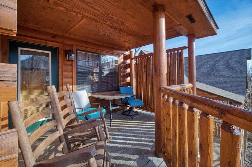 Photo of a Sevierville Cabin named Kissing Retreat - This is the twenty-first photo in the set.