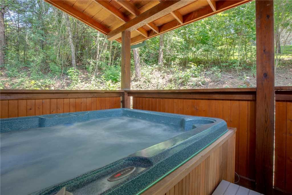 Photo of a Pigeon Forge Cabin named A Mountain Paradise - This is the second photo in the set.