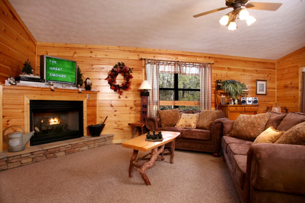 Photo of a Gatlinburg Cabin named Great Expectations - This is the second photo in the set.
