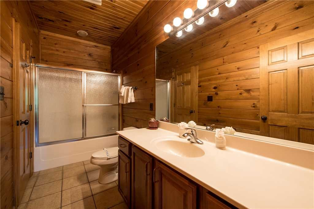 Photo of a Gatlinburg Cabin named Gatlinburg Majesty - This is the fourteenth photo in the set.