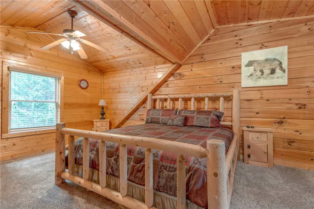 Photo of a Pigeon Forge Cabin named A Mountain Paradise - This is the twelfth photo in the set.
