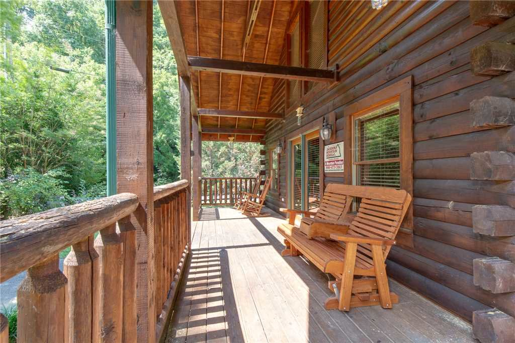 Photo of a Pigeon Forge Cabin named A Mountain Paradise - This is the seventeenth photo in the set.