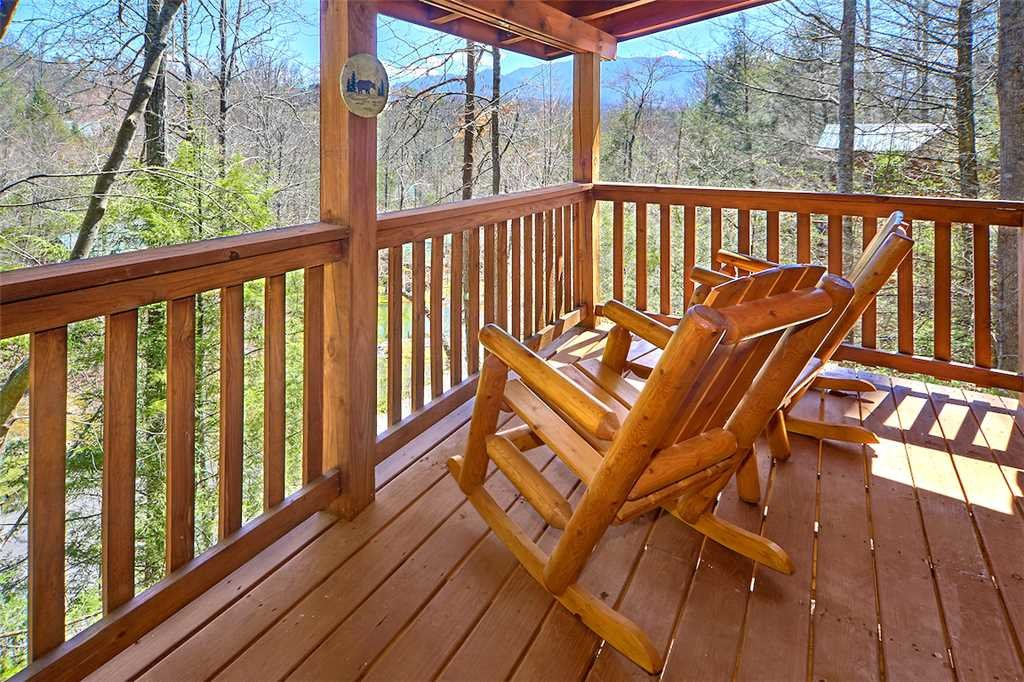 Photo of a Gatlinburg Cabin named Around The Bend - This is the third photo in the set.