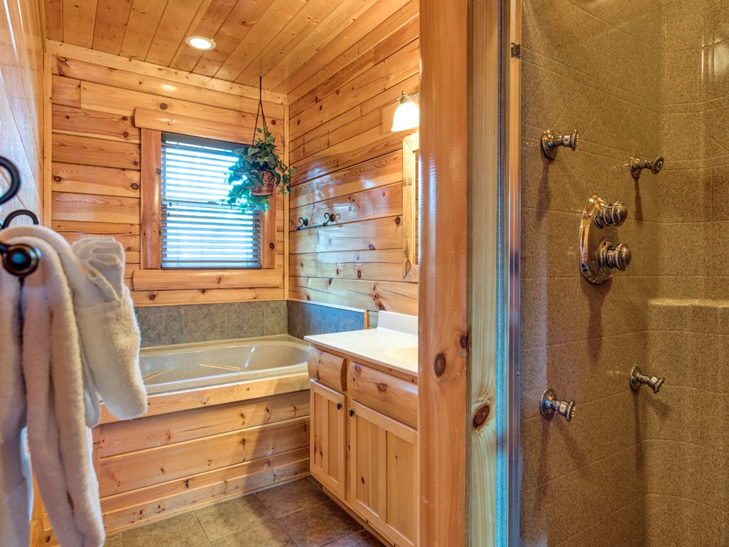 Photo of a Pigeon Forge Cabin named Majestic Highbearnation - This is the sixteenth photo in the set.
