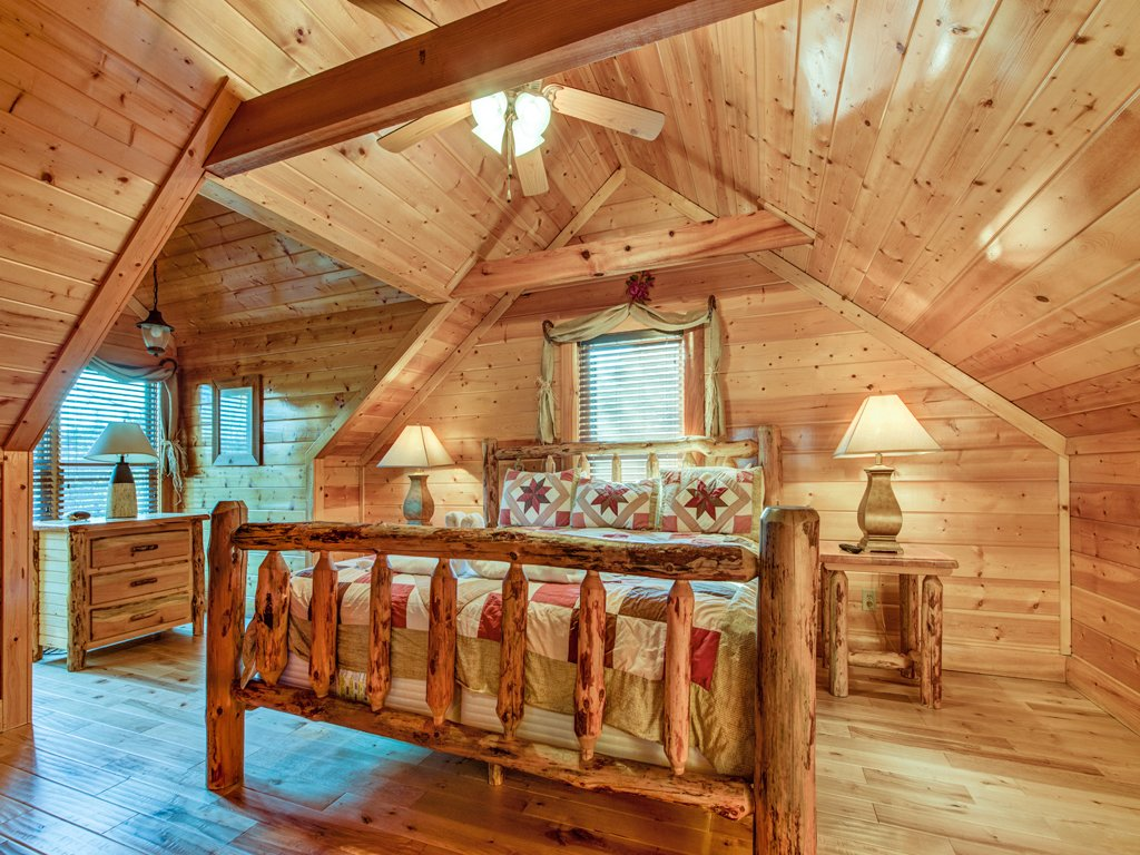 Photo of a Pigeon Forge Cabin named Majestic Highbearnation - This is the twenty-first photo in the set.