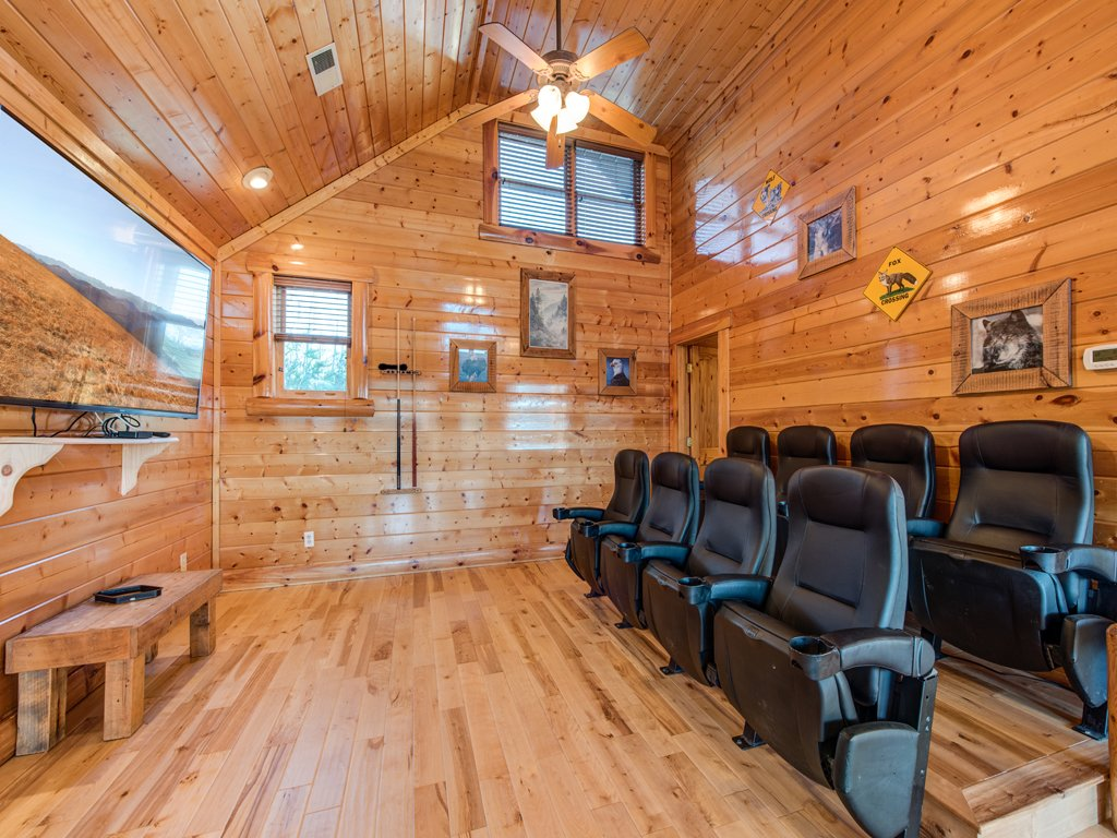 Photo of a Pigeon Forge Cabin named Majestic Highbearnation - This is the eleventh photo in the set.