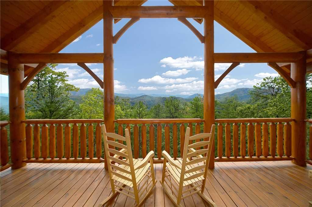 Photo of a Pigeon Forge Cabin named Majestic Highbearnation - This is the first photo in the set.