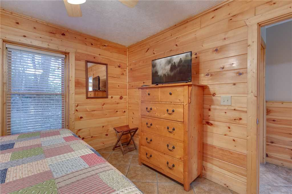 Photo of a Pigeon Forge Cabin named Arrowhead Lodge - This is the twenty-second photo in the set.