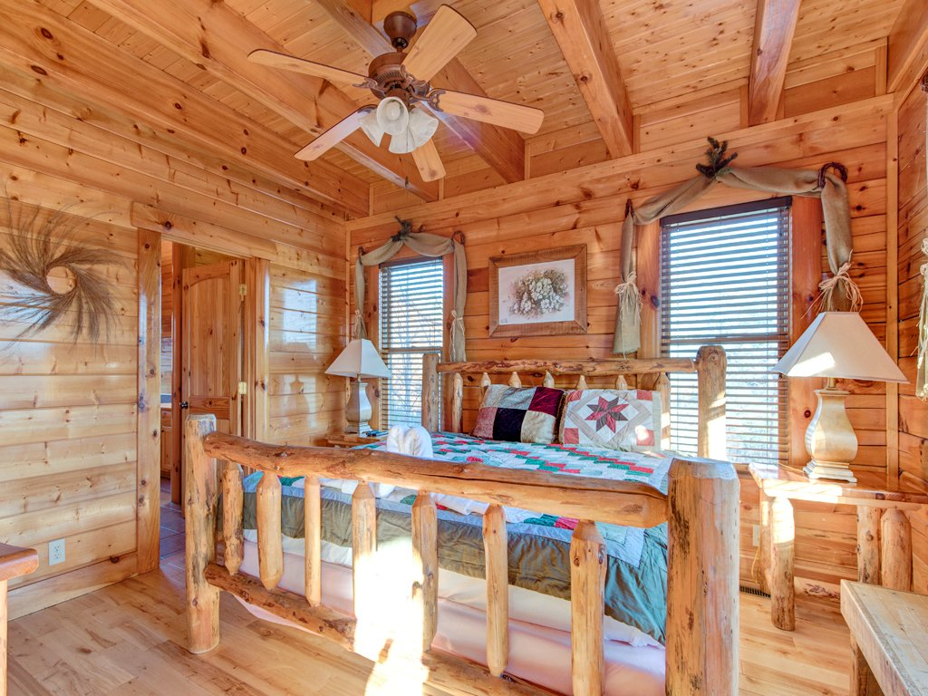 Photo of a Pigeon Forge Cabin named Majestic Highbearnation - This is the thirteenth photo in the set.