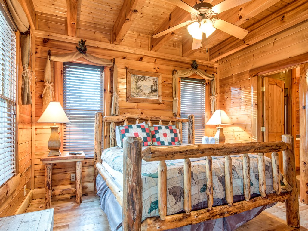Photo of a Pigeon Forge Cabin named Majestic Highbearnation - This is the seventeenth photo in the set.