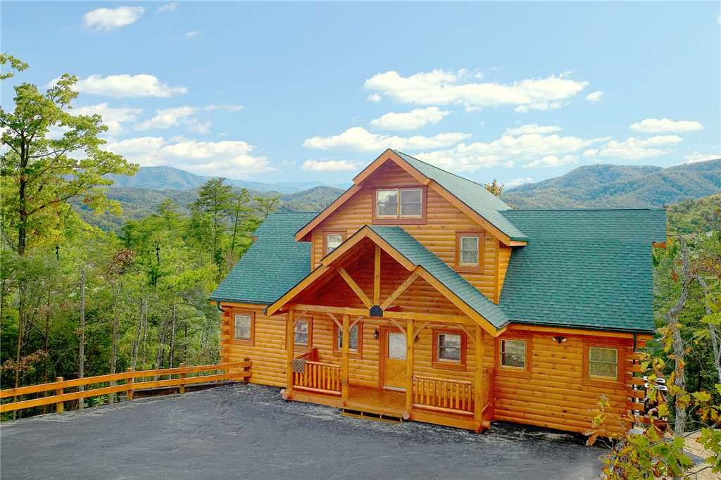 Photo of a Pigeon Forge Cabin named Majestic Highbearnation - This is the twenty-sixth photo in the set.
