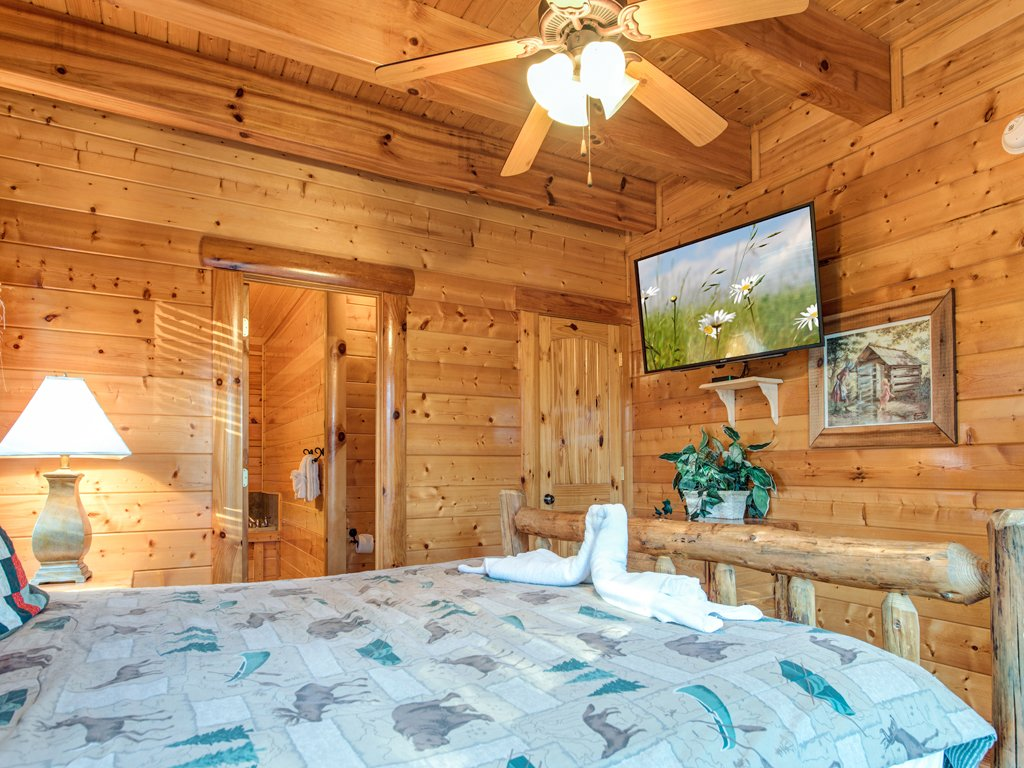 Photo of a Pigeon Forge Cabin named Majestic Highbearnation - This is the eighteenth photo in the set.