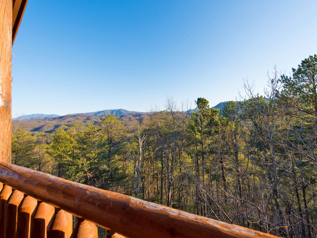 Photo of a Pigeon Forge Cabin named Majestic Highbearnation - This is the twenty-seventh photo in the set.