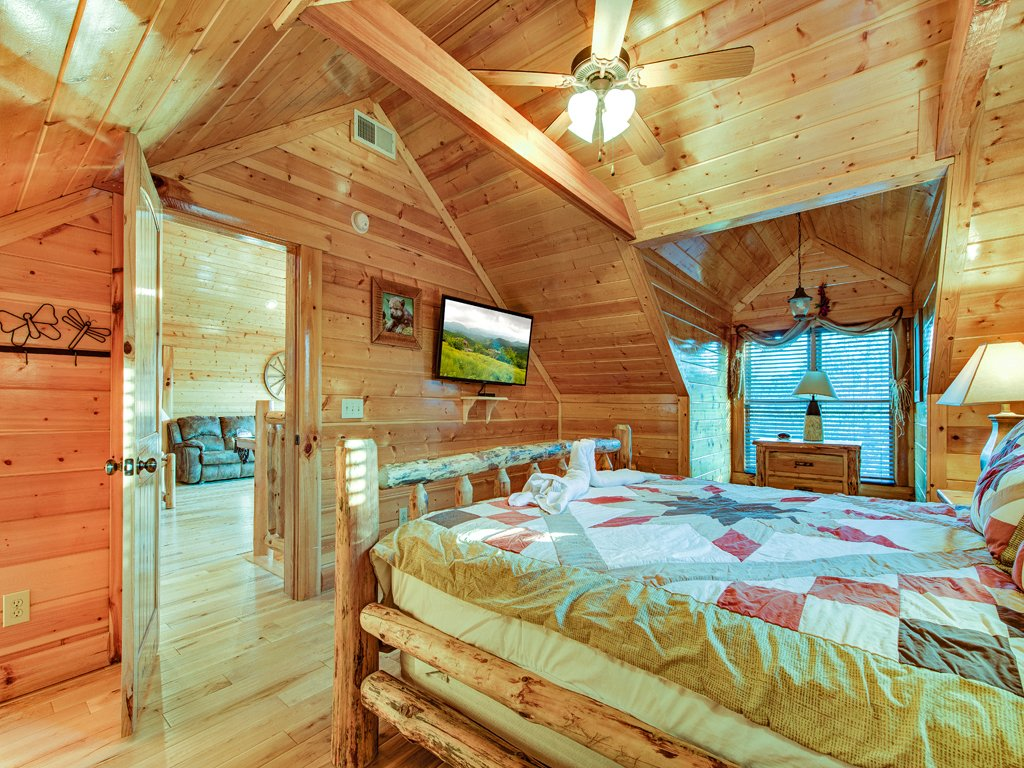 Photo of a Pigeon Forge Cabin named Majestic Highbearnation - This is the twenty-second photo in the set.