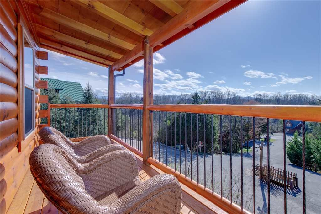 Photo of a Pigeon Forge Cabin named High Life - This is the twenty-second photo in the set.